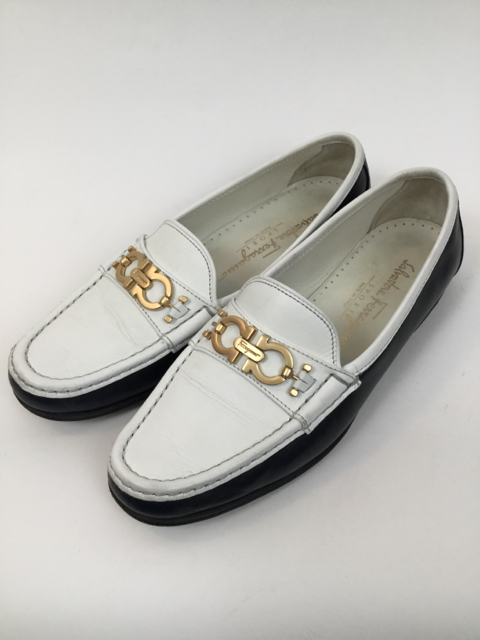 Salvatore-Ferragamo-8-B-Navy--White-Loafers_7929C.jpg