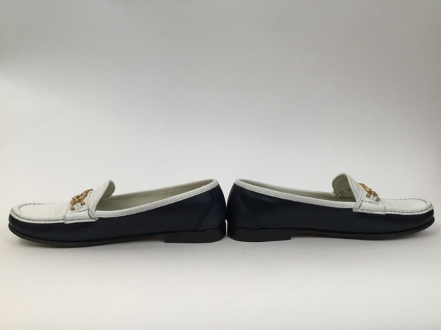 Salvatore-Ferragamo-8-B-Navy--White-Loafers_7929H.jpg