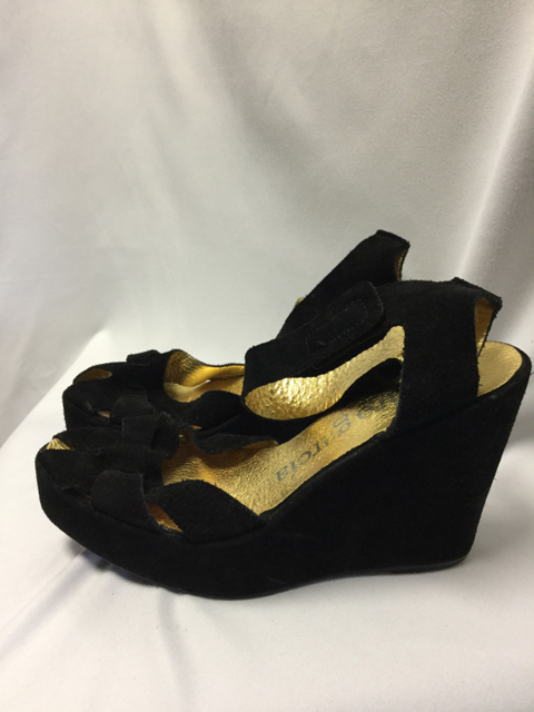 pedro-garcia-41-Black-Wedges_4011F.jpg