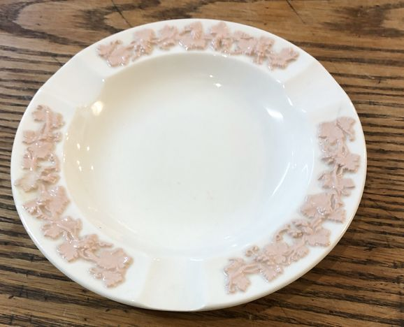 6-white-Wedgwood-ashtray-w-pink-details_147657A.jpg