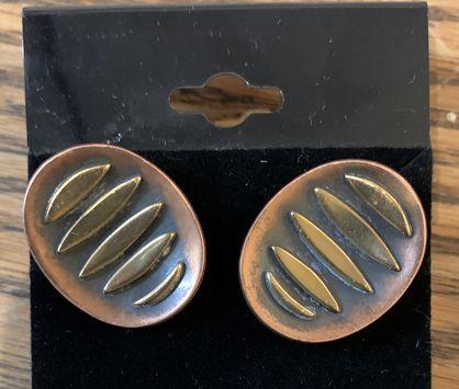 Copper-screwback-earrings-by-Hogan-Bolas_148142A.jpg