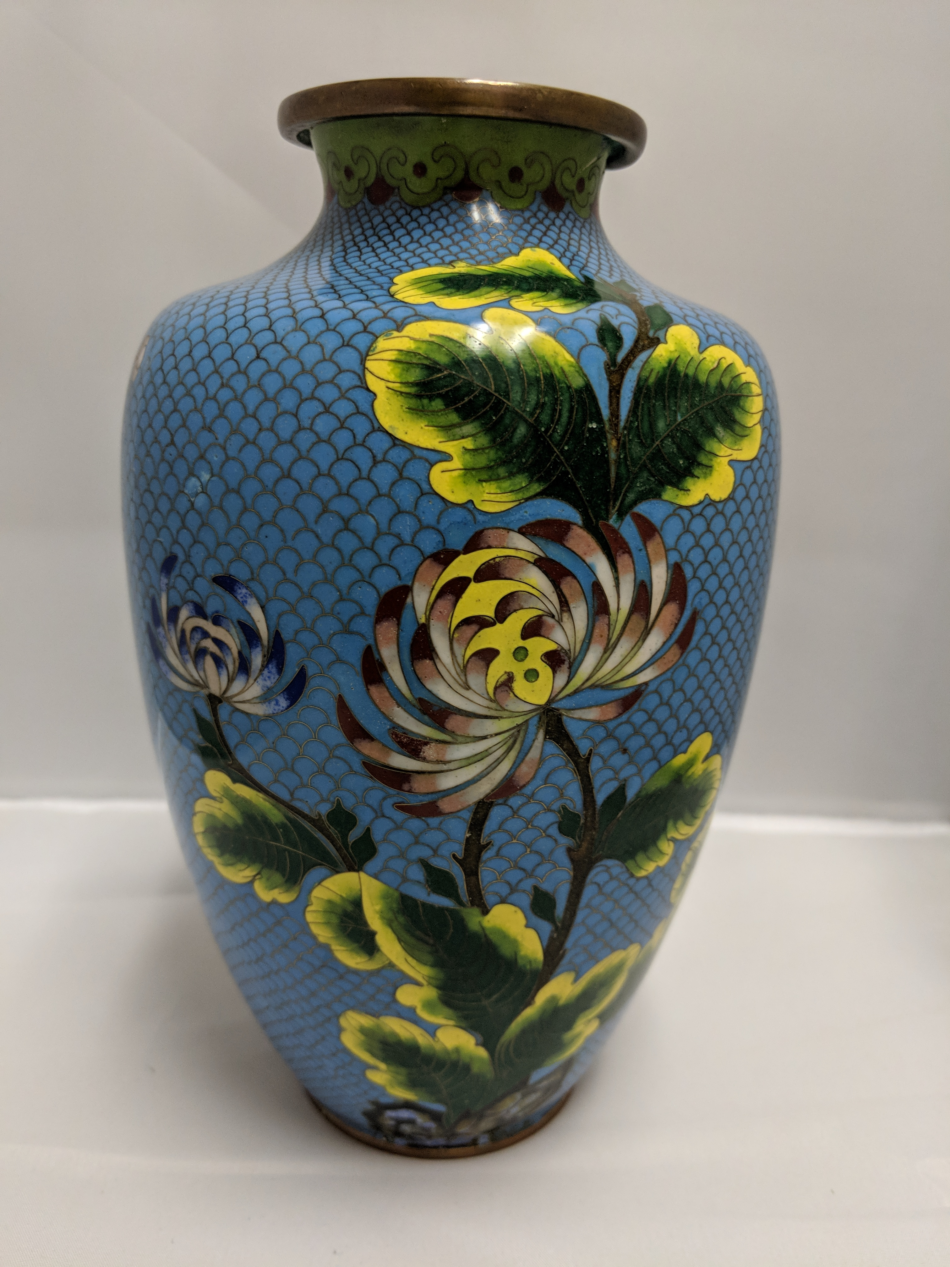 Large-blue-cloisonne-vase-with-blue-and-pink-flowers._112020A.jpg