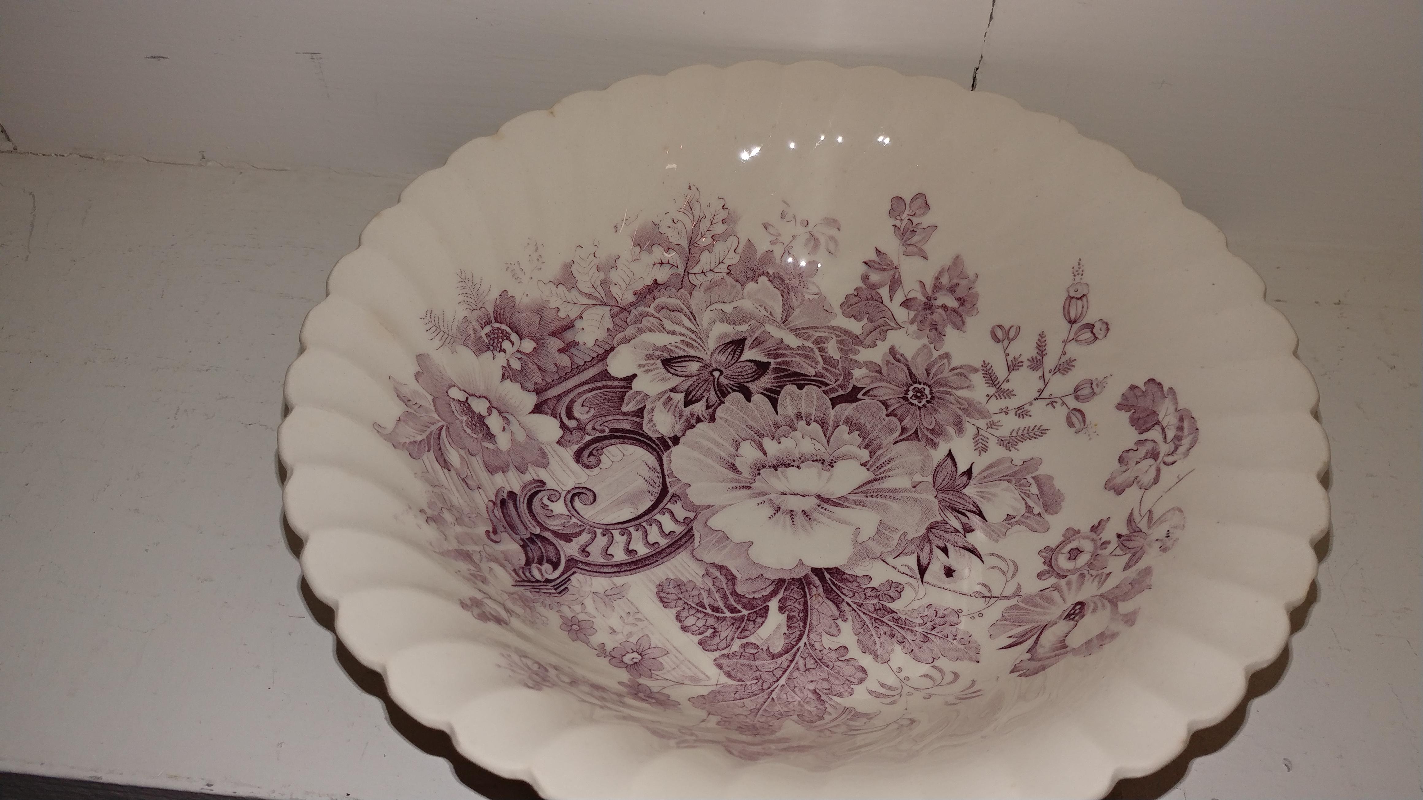 Round-Royal-Stafforshire-Lavender-Svg-Bowl_144047A.jpg