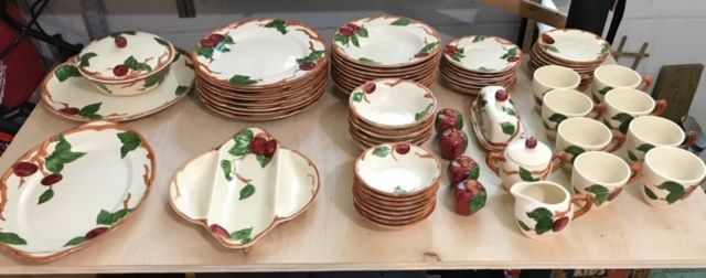 set-of-8-pc-vintage-Apple-Franciscan-Ware-place-settings-for-8_140611A.jpg