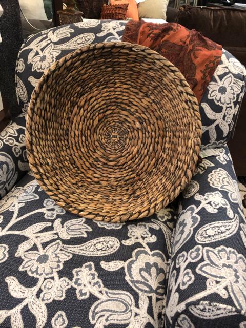Medium-Round-Woven-Basket_38686A.jpg