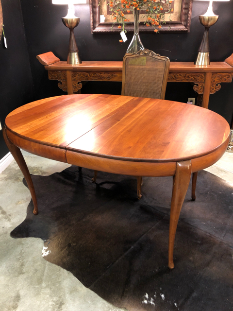 Oval Oak Dining Table with 2 Leaves and Pads