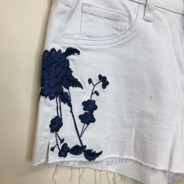 Size-27-Denim-Shorts_1103178B.jpg