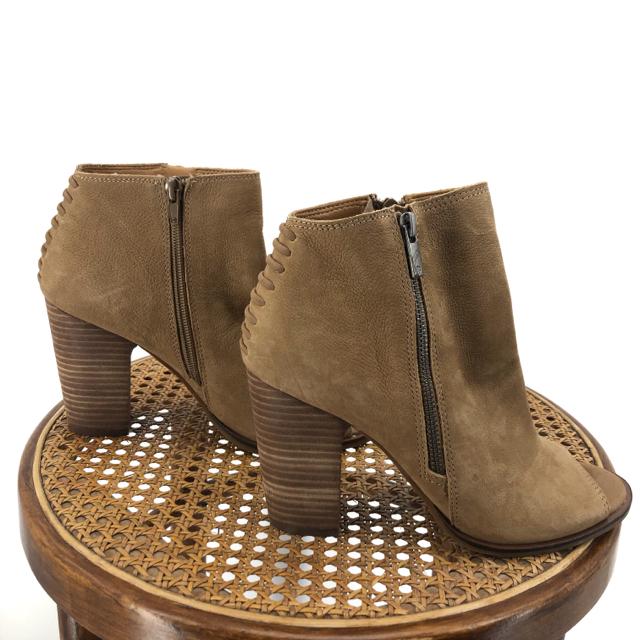 Tan-W-Shoe-Size-8-LUCKY-BRAND-Boots_1129567B.jpg