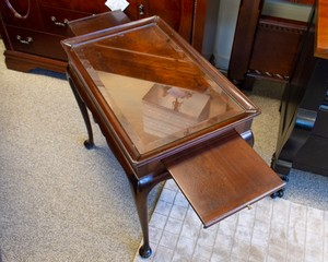 Stickley-Traditional-Mahogany-Tea-Table_90157C.jpg