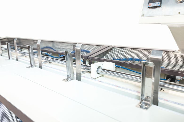 GlueEasy-3000C-Veneer-Edge-Trimming--Gluing-Applicator_4561L.jpg