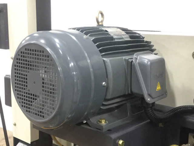 NT-HBR-300S-Horizontal-Bandsaw_1182O.jpg