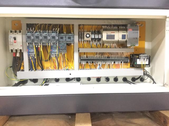 NT-HBR-300S-Horizontal-Bandsaw_1182W.jpg
