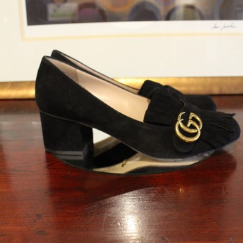 fcca7abb275 Gucci Size 40 Black Suede Marmont Fringe Pump with Gold Logo