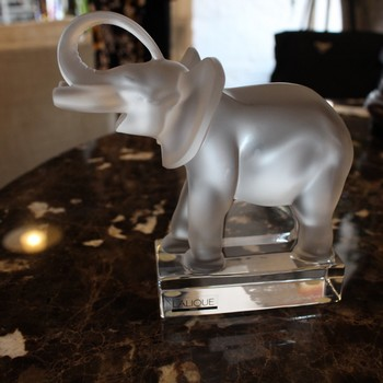 Lalique-Crystal-Elephant-Paperweight_65179A.jpg