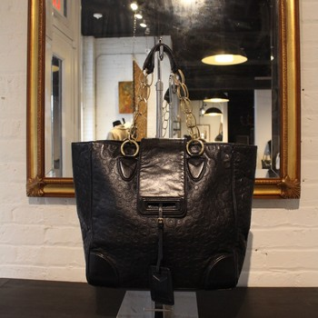Marc-Jacobs-Black-Embossed-Leather-Tote-with-chainGold-Hardware_61267A.jpg