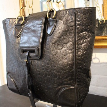 Marc-Jacobs-Black-Embossed-Leather-Tote-with-chainGold-Hardware_61267C.jpg