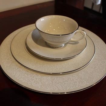 Pickard-Porcelain-DishwareServing-Pieces_64224A.jpg
