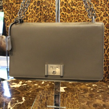 Prada-Metal-Closure-Gray-Leather-Shoulder-Bag-with-Chain-Strap_65573B.jpg