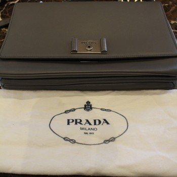 Prada-Metal-Closure-Gray-Leather-Shoulder-Bag-with-Chain-Strap_65573J.jpg