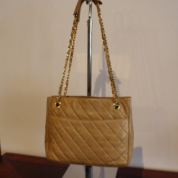 Vintage-1980s-Chanel-Beige-Quilted-Tote-with-Double-Chain-Strap_64795A.jpg