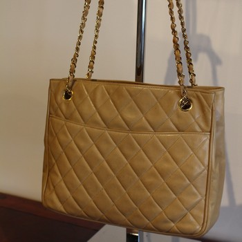 Vintage-1980s-Chanel-Beige-Quilted-Tote-with-Double-Chain-Strap_64795B.jpg