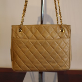 Vintage-1980s-Chanel-Beige-Quilted-Tote-with-Double-Chain-Strap_64795E.jpg