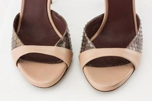ALBERTA-FERRETTI-Pale-Pink-Snakeskin-Open-toe-Heel_275915G.jpg