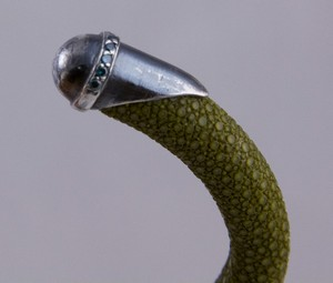 BRACELET-Olive-green-stingray-cuff-with-silver-tips-and-blue-diamond-accents_240995E.jpg
