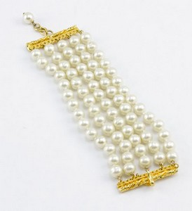 CHANEL-Pearl-five-strand-link-bracelet-with-gold-trim_189520C.jpg