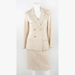 CHANEL Pink tweedy wool blazer 2 piece skirt suit size 36