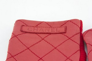 CHANEL-Red-Leather-Quilted-Gloves-Size-7.5_223936D.jpg