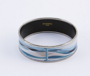 HERMES-Blue-enamel-print-wide-silver-bangle_199813B.jpg