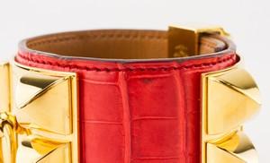HERMES-Red-Alligator-Skin-Gold-Collier-De-Chien-Bracelet_249913D.jpg