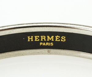 HERMES-Red-White-and-Blue-Striped-Narrow-Palladium-Bangle-GM-70_251024C.jpg