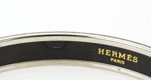 HERMES-Red-White-and-Blue-Striped-Narrow-Palladium-Bangle-GM-70_251024E.jpg
