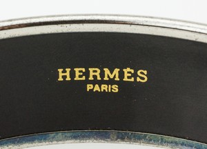 HERMES-Red-White-and-Blue-Striped-Palladium-Bangle-GM-70_251020C.jpg