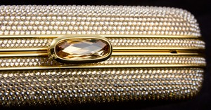 JUDITH-LEIBER-Gold-rhinestone-crystal-clasp-hard-clutch-with-chain-and-mirror_209063D.jpg