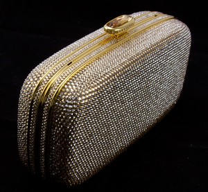 JUDITH-LEIBER-Gold-rhinestone-crystal-clasp-hard-clutch-with-chain-and-mirror_209063F.jpg