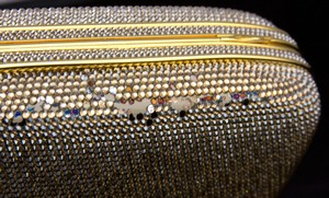 JUDITH-LEIBER-Gold-rhinestone-crystal-clasp-hard-clutch-with-chain-and-mirror_209063G.jpg