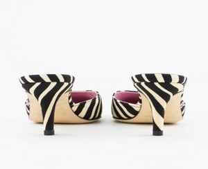 KATE-SPADE-Black-and-Cream-Animal-Print-Pointed-Toe-Pumps_286846G.jpg
