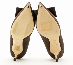 LOUIS-VUITTON-Brown-Satin-Pointed-Toe-Kitten-Heel-Pumps-with-Floral-Accent_274747H.jpg