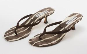 MANOLO BLAHNIK Brown & White Canvas Kitten Heels w/ Suede Thong Strap Size 39.5