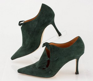 MANOLO-BLAHNIK-Green-Suede-Short-Pointed-Toe-Booties-with-Bow-Accents_279971C.jpg