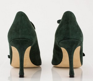 MANOLO-BLAHNIK-Green-Suede-Short-Pointed-Toe-Booties-with-Bow-Accents_279971E.jpg