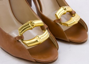 MICHAEL-KORS-Tan-leather-gold-chain-toe-accent-open-toe-pumps-size-6.5_250108G.jpg