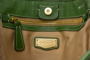 MIU-MIU-Tan-Woven-Extra-Large-Tote-w-Green-Leather-Trim_265036E.jpg