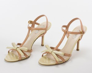 PRADA Tan & Cream Colored Patent Leather Strappy Sandal Pumps w/ Bow Size 39