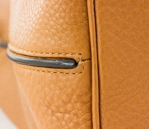 REED-KRAKOFF-Tan-and-black-leather-double-handle-shoulder-bag-pewter-hardware_257390H.jpg