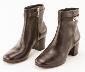 VINCE CAMUTO Brown Leather Vi Fidelma Ankle Booties