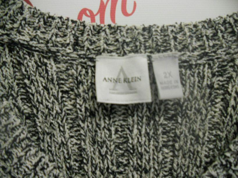 Anne-Klein-Size-2X-Navy-and-White-Light-Weight-Sweater_2958C.jpg
